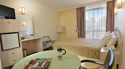 Essendon motel queen room