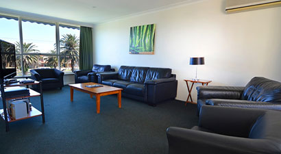 three bedroom apartments in Essendon
